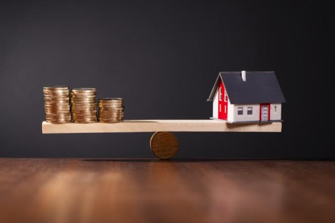 Wichtig ist es, die richtige Verzinsung zu wählen, damit es niht zu einem wackeligen Balance-Akt kommt: Eine gute Niedrigzins Baufinanzierung schreibt die geringen Zinsen für einen möglichst langen Zeitraum fest. (#3)