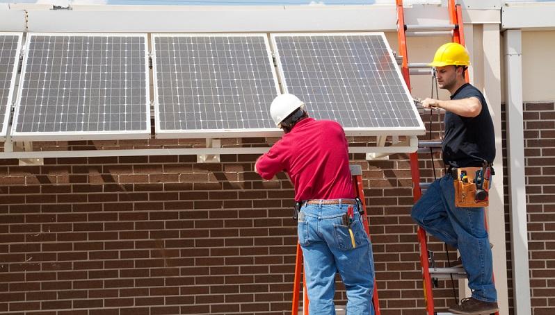 Das besondere am Förderprogramm 431 ist, dass in diesem Programm die Expertise eine Energieberaters gefördert werden kann. Das Programm ist ausschließlich für Neubauten geeignet.  ( Foto: Shutterstock- Lisa F. Young)