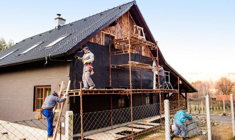 Neben der KfW 55 Förderung für den Neubau gibt es natürlich auch Möglichkeiten für den Bestandsbau oder sogar denkmalgeschützte Immobilien einen solchen Standard zu erreichen.    ( Foto: Shutterstock-Halfpoint)