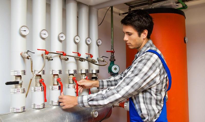 Auch die Heizsysteme sollten für das Gebäude entsprechend gewählt werden. Im besten Falle greift man auch hierbei auf Lösungen zurück, die zumindest zu einem großen Teil auf nachwachsenden Rohstoffen basieren.  ( Foto: Shutterstock- Lisa-S)